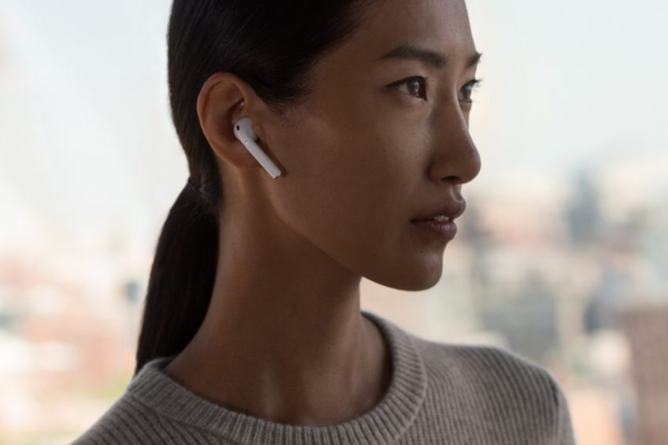 How to activate Siri using AirPods