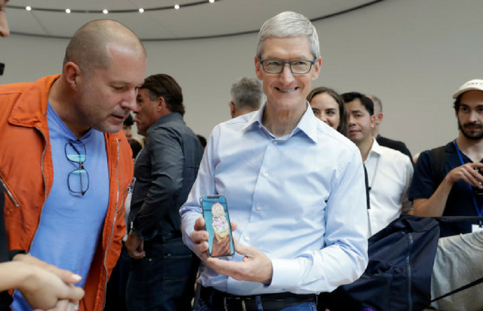 "iPhone X is the ""beginning of a new chapter in iPhone development"" according to Jony Ive"
