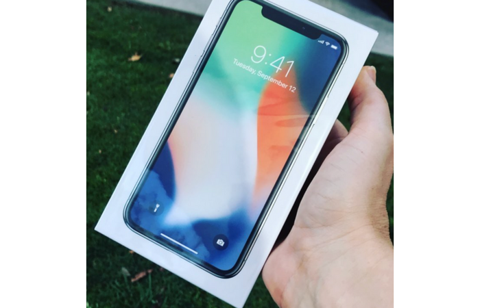 Customers across Europe receive iPhone X deliveries