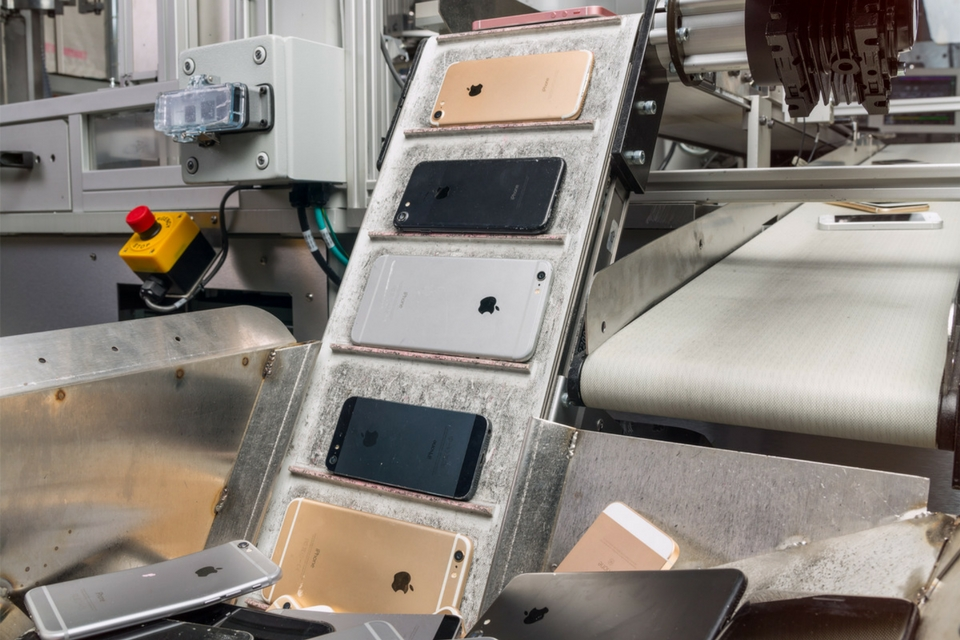 Apple has a new iPhone recycling robot named 'Daisy'