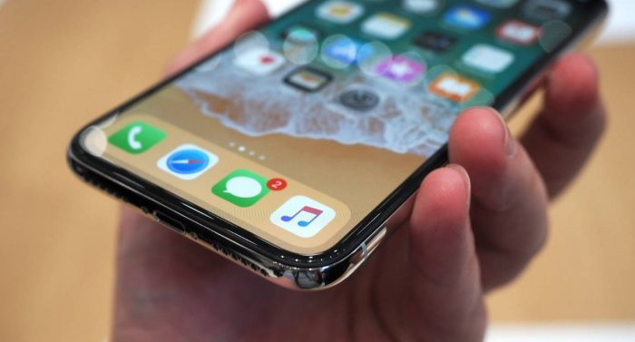 Apple looking to cut costs of Samsung's OLED panels for this year's iPhone