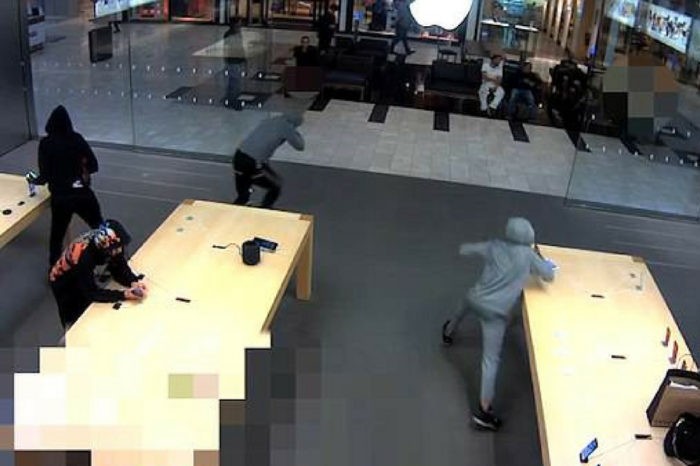 Thieves steal $19,000 of iPhones from Apple Store in New York