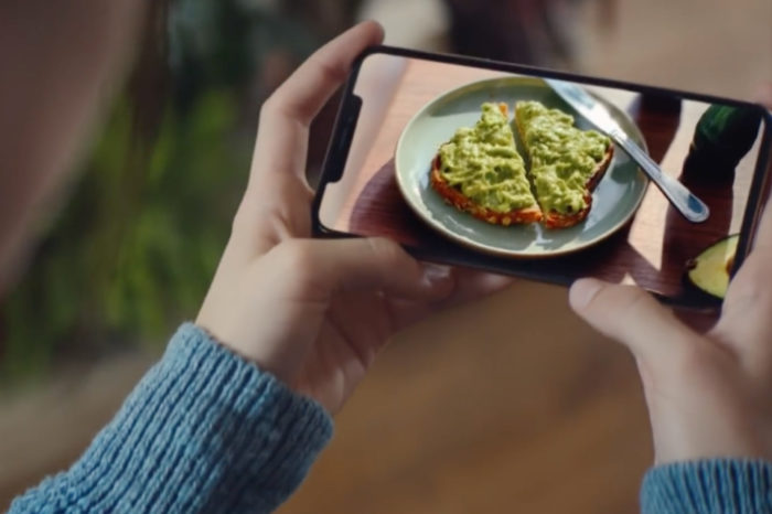 """Apple shares new """"Growth Spurt"""" ad touting larger screen on iPhone XS Max"""